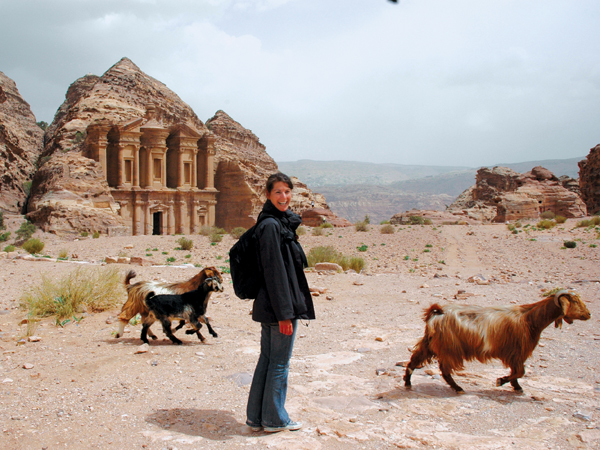 jordan_petra_ruins-and-locals